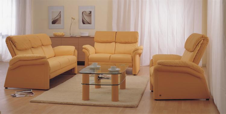 Sof amarillo sala de estar en casa junto modelo 3d for Modelo de casa en 3d